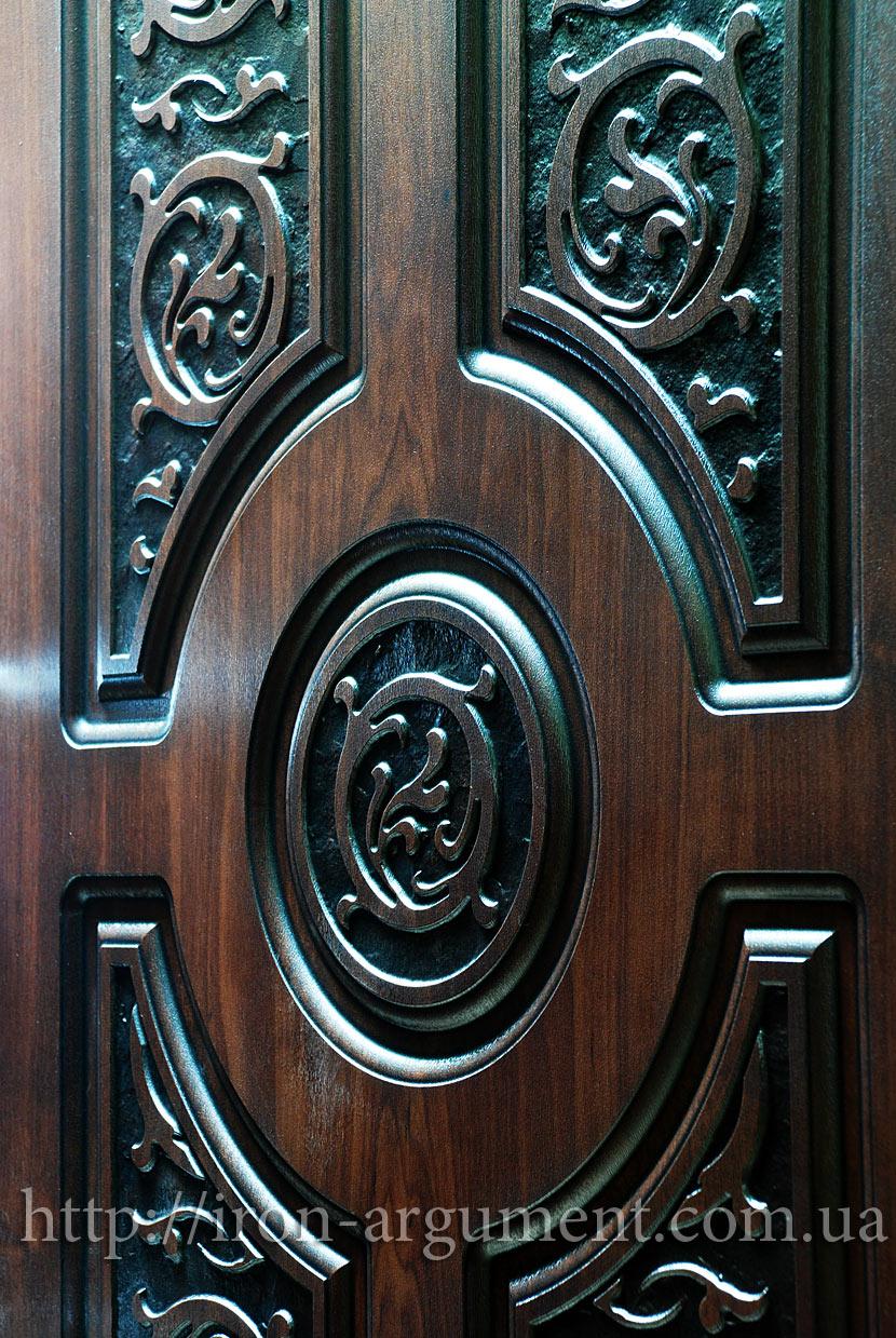 большие железные двери со стеклом